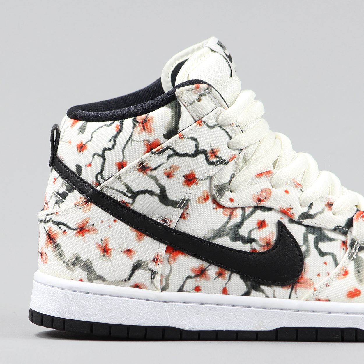 1ea08f0184ef Nike Skateboarding Mens Dunk High Pro Trainers Cherry Blossom £50.25