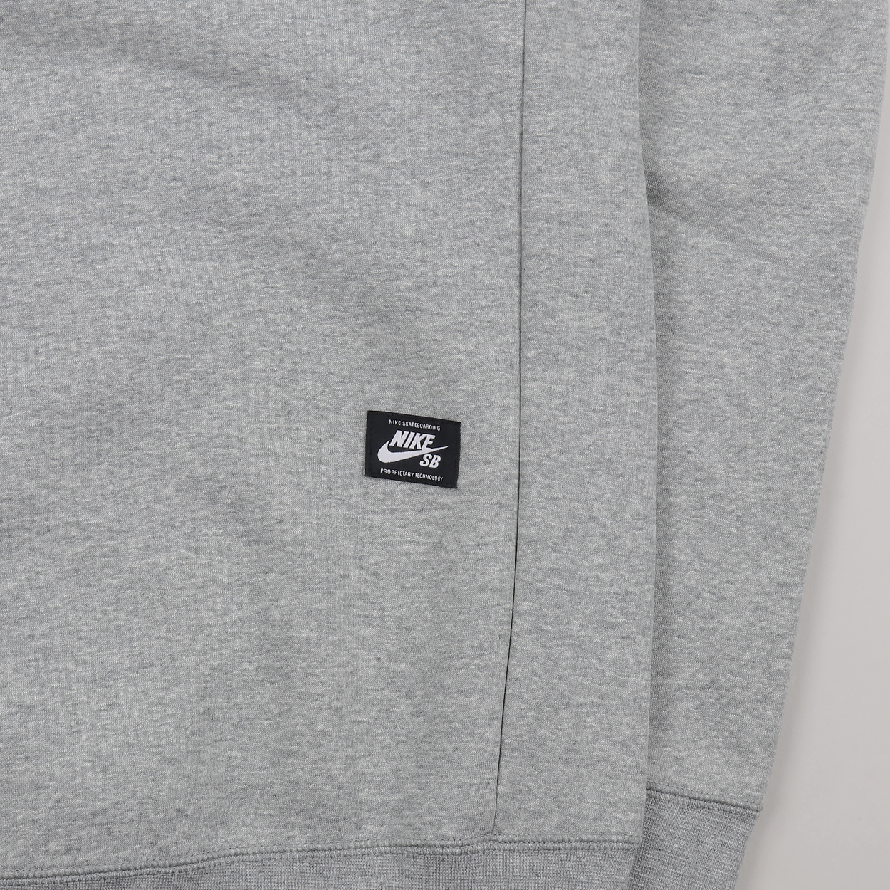 f4e40ff91beb A sweatshirt from Nike SB made from 80% cotton and 20% polyester with a  brushed fleece lining. Warm, comfortable, durable, with an embroidered logo  to the ...