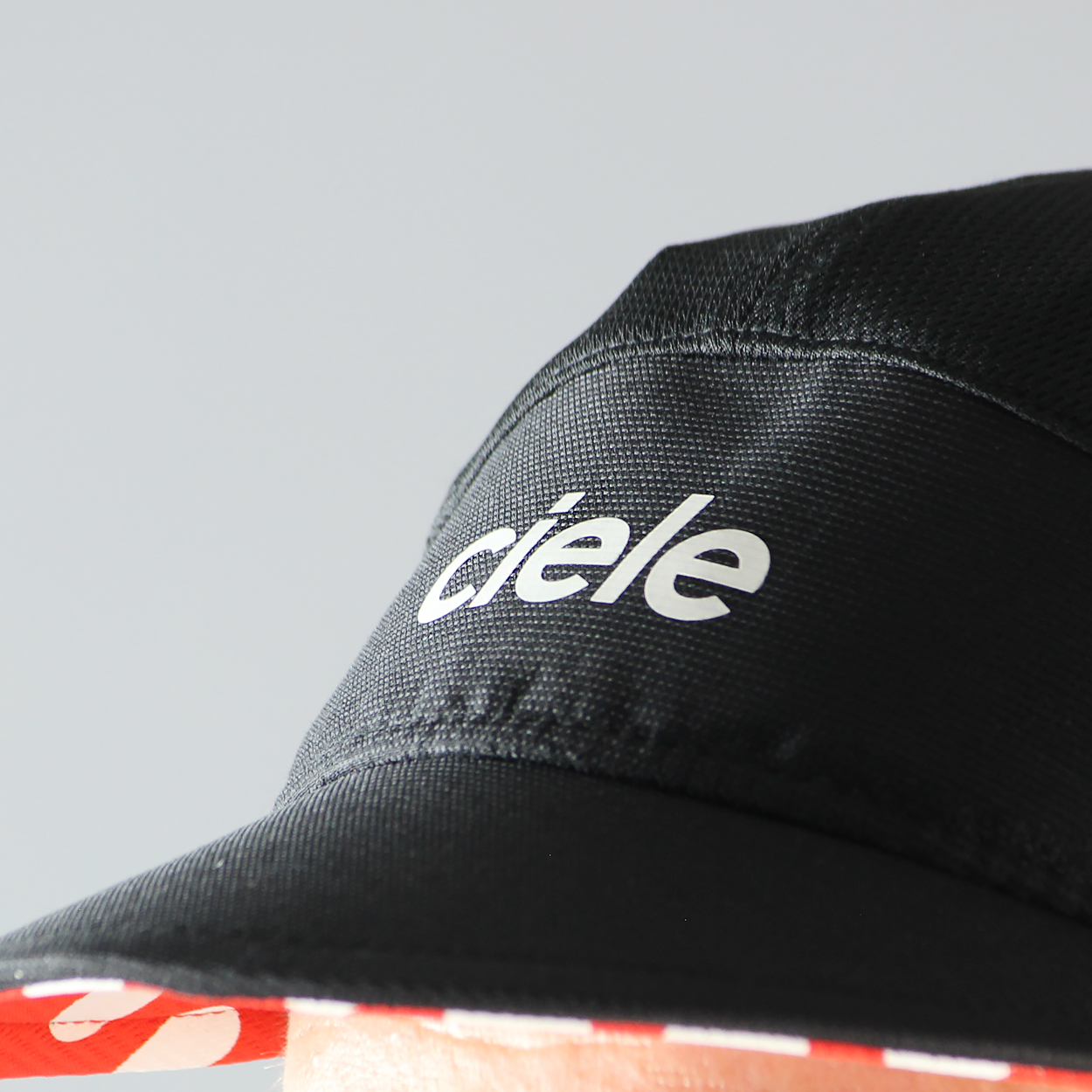 c00304995957d The Fast Cap from Ciele Athletics is a lightweight and quick drying hat  which features reflective detailing and a  fast fit  which has a slightly  lower ...