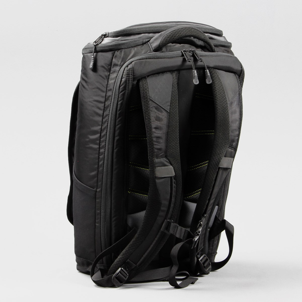 the north face fuse box charged bag black battery pack rucksack the fuse box charged 25 litre pack in black from the north face uses a removable joey t55 battery pack to charge your phone and tablet whilst you travel
