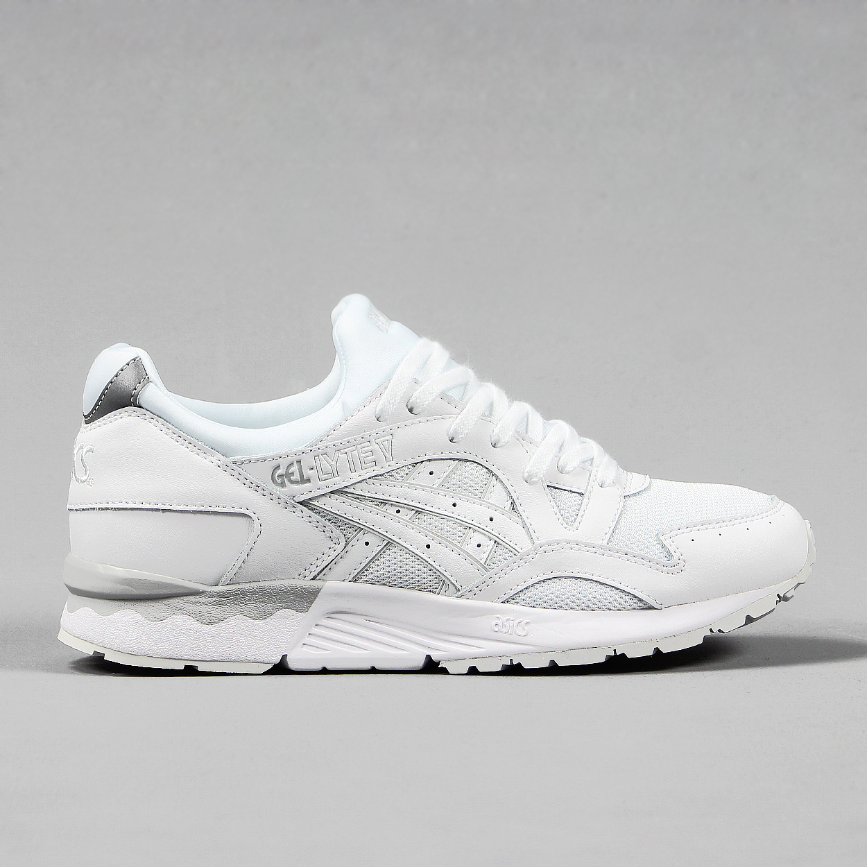 white asics gel lyte