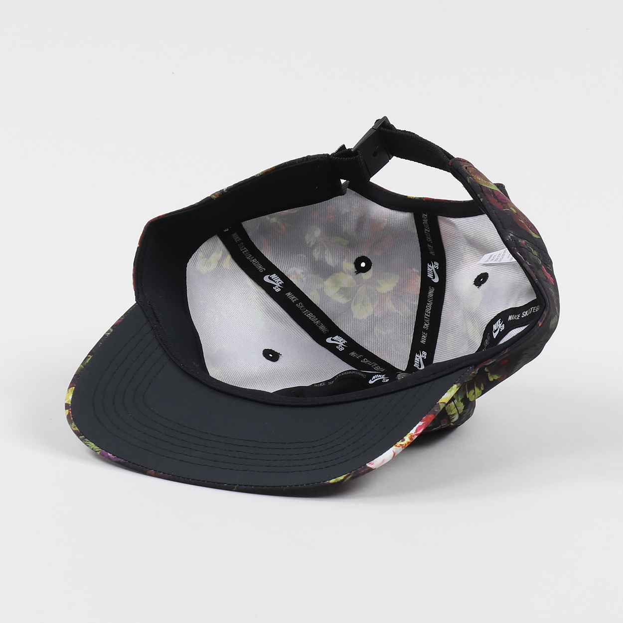 A lightweight sports cap from Nike SB made from 100% polyester with a  padded textile rim and an adjustable strap to the back. It has a floral  design and an ... 0d57e5c6f3f