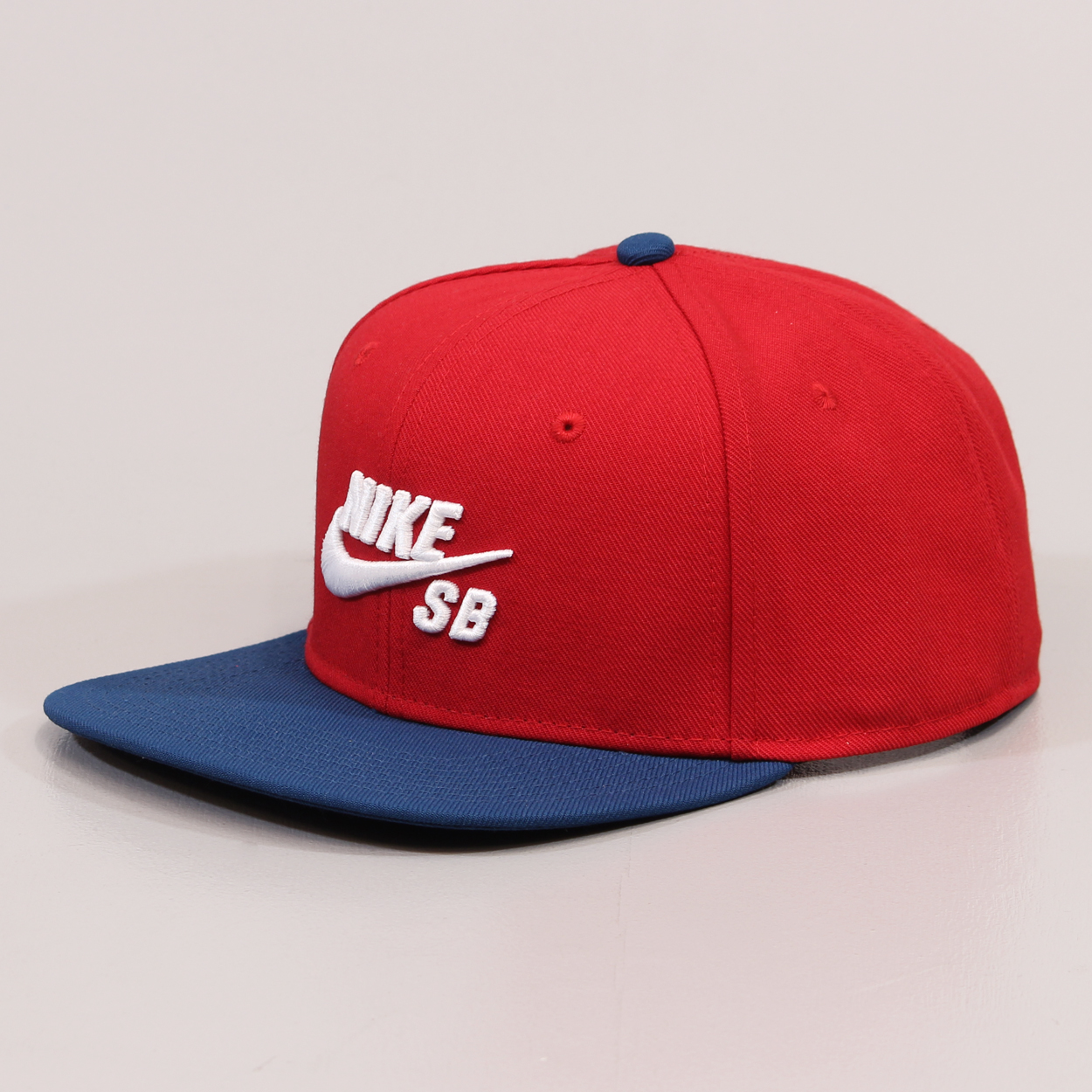 Nike SB Mens Icon Pro Snapback Spring Cap Gym Red Blue White £21.00 a7bf28ee806e