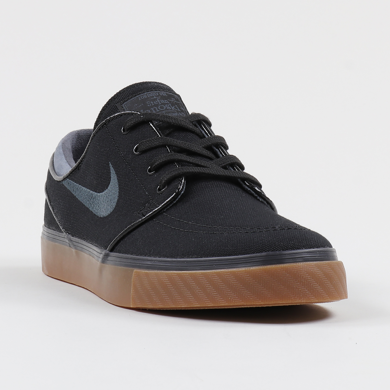 new style 28173 8931a One of Nike SB s most notable silhouettes, the Stefan Janoski is an  absolute killer shoe. Tough canvas uppers protect your toes and a Zoom unit  protects ...