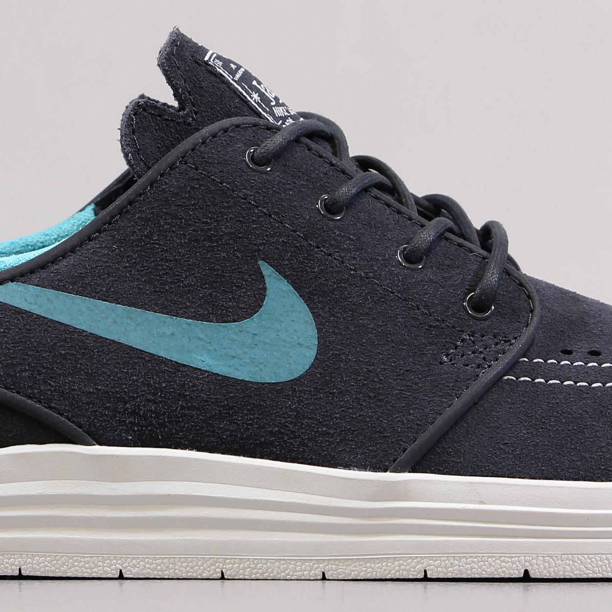 pretty nice fd44b 96862 Keep you feet to your board with these new Nike SB Lunar Stefan Janoski  Shoes in a Anthracite, Summit White and Dusty Cactus.