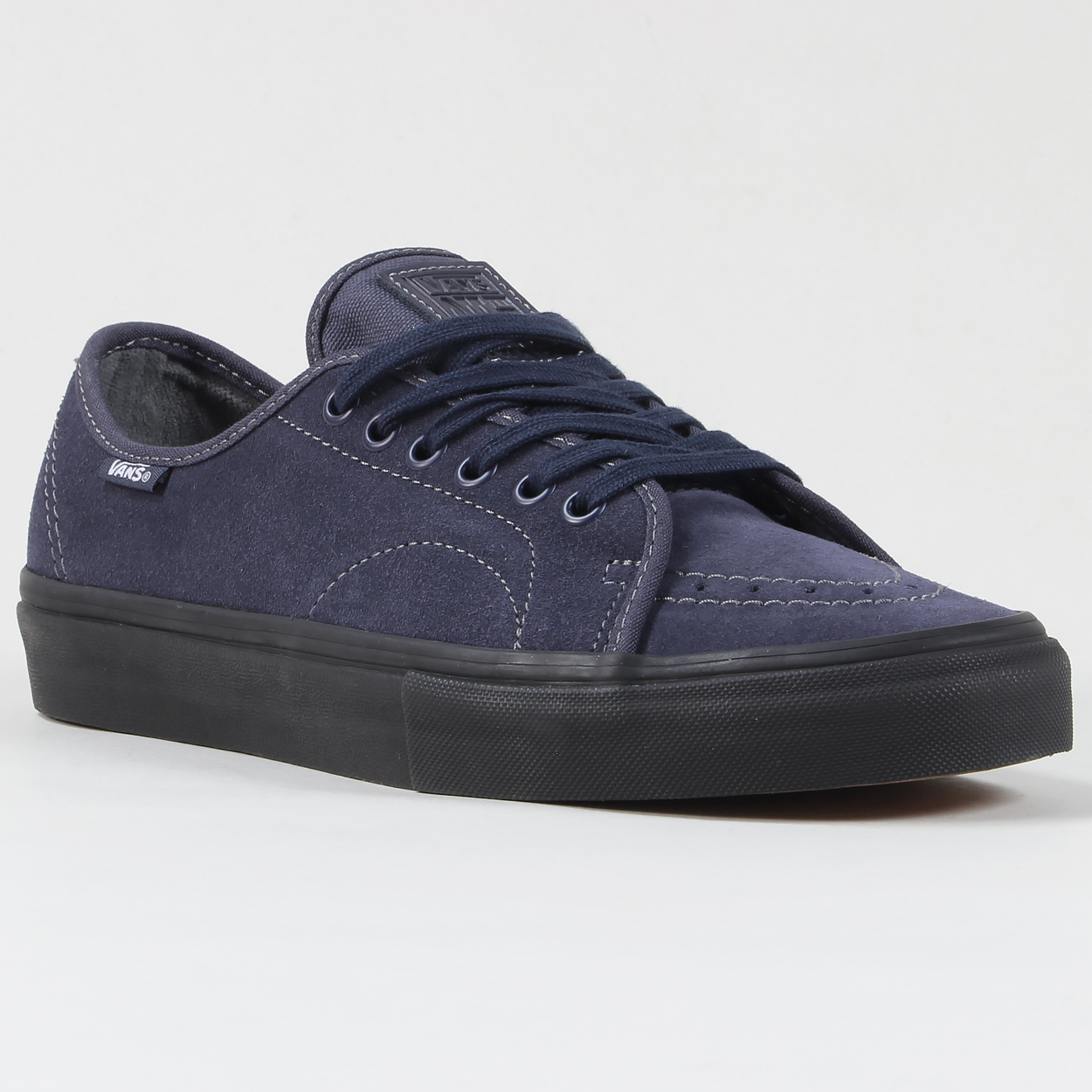 7dba114f97 Part of Vans Core Skate range the AV classic shoes are the signature shoe  of Anthony Van Engelen and built to skate! In a timeless low cut.