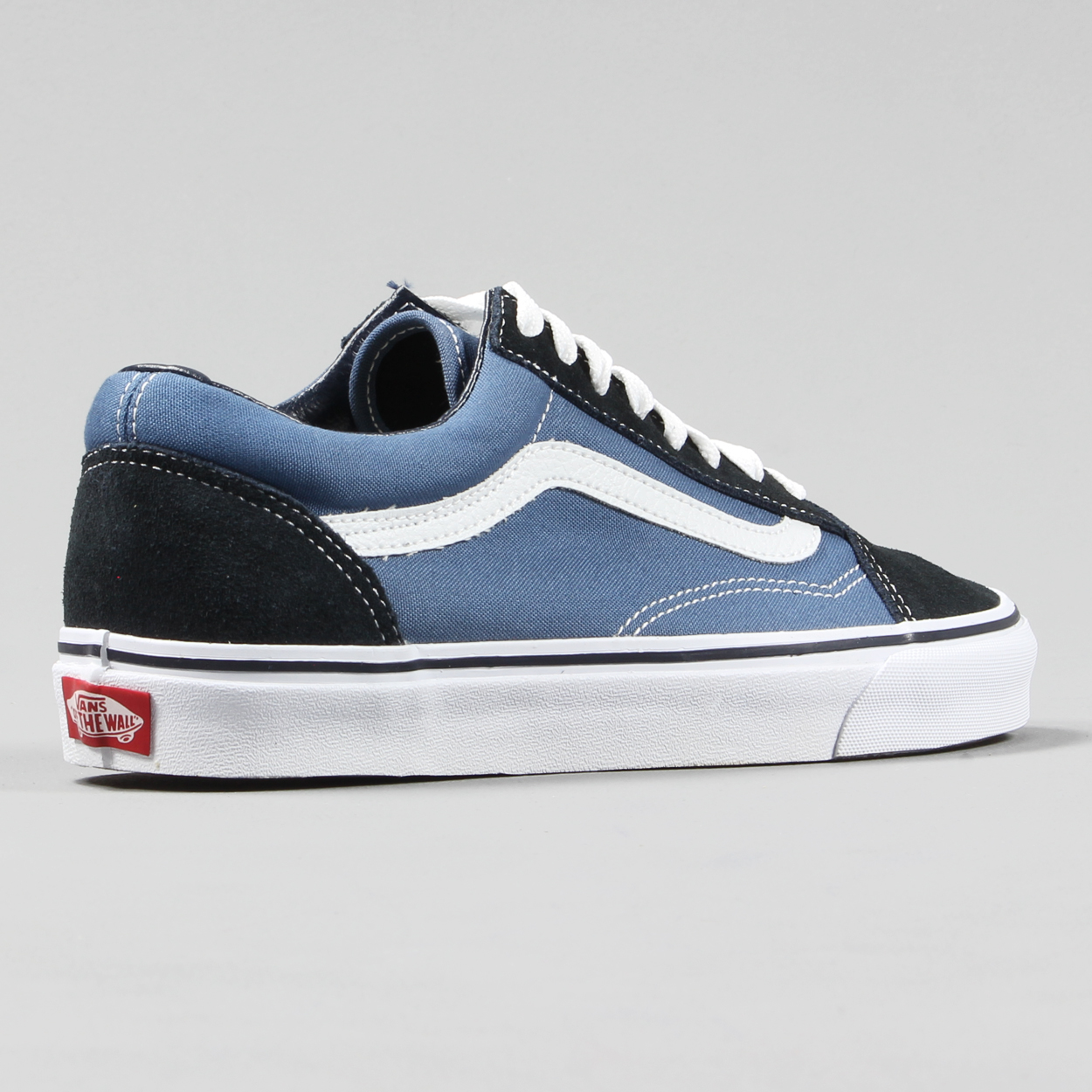 Vans Classic Old Skool s in the classic Navy colourway to provide style and  comfort to your feet. 3ea5c302db05