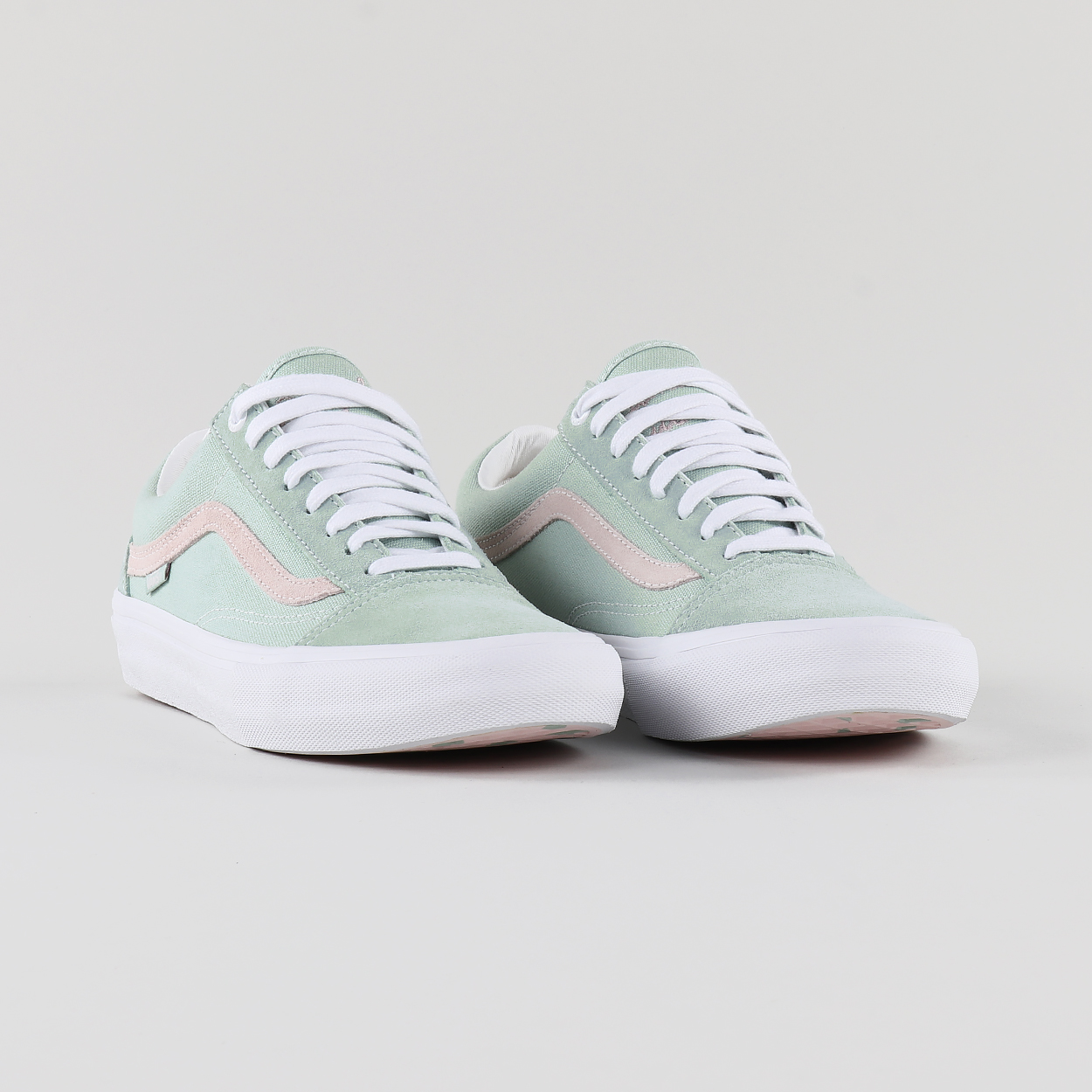 4aa311deb1cc7c An iconic pair of Old Skool trainers from the Pro range with a fresh  colourway from Daniel Lutheran