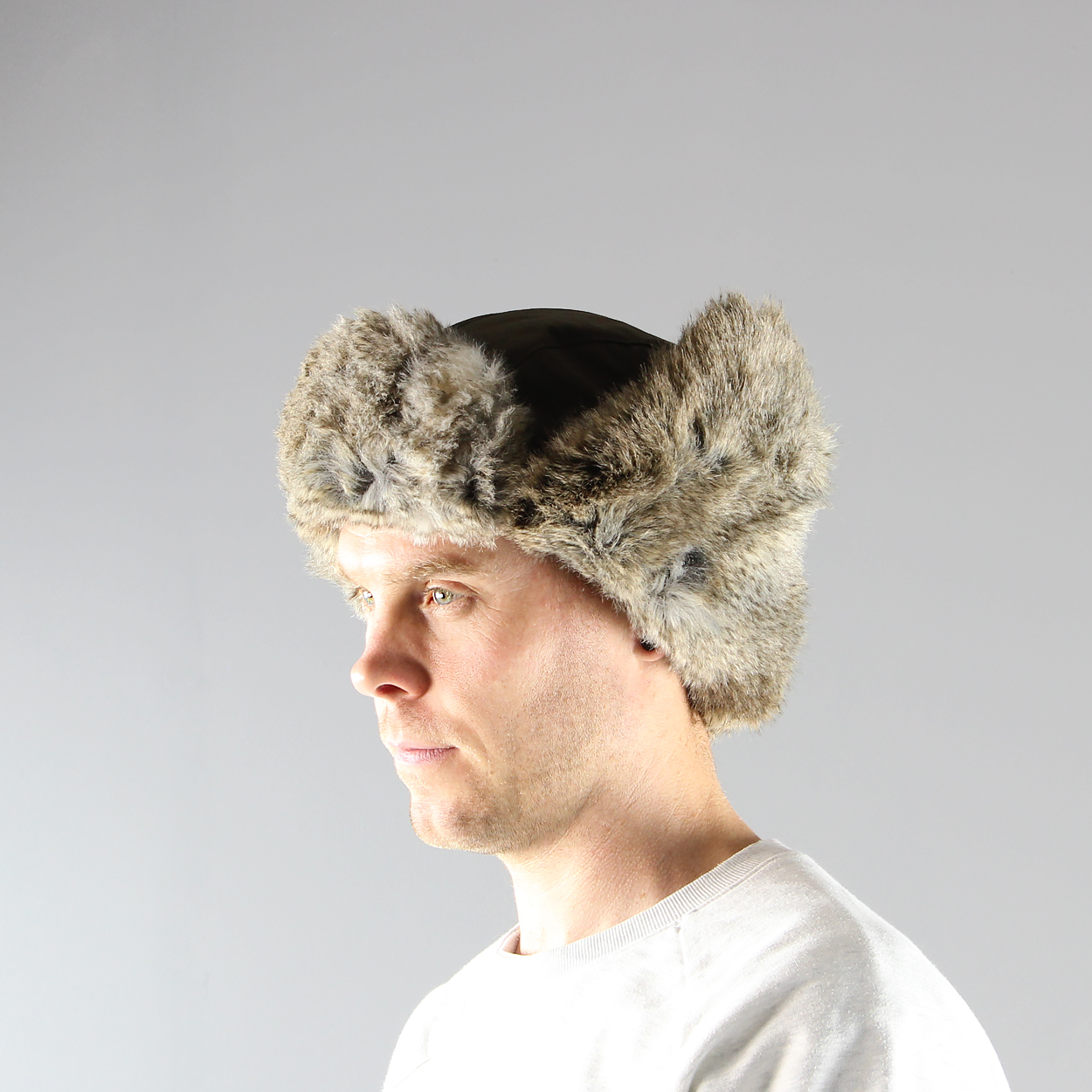 7111eb75 A traditional Nordic style hat made from G-1000 material with a warm  synthetic fur lining peak. Fjallraven's Singi Heater is made for cold  weather!