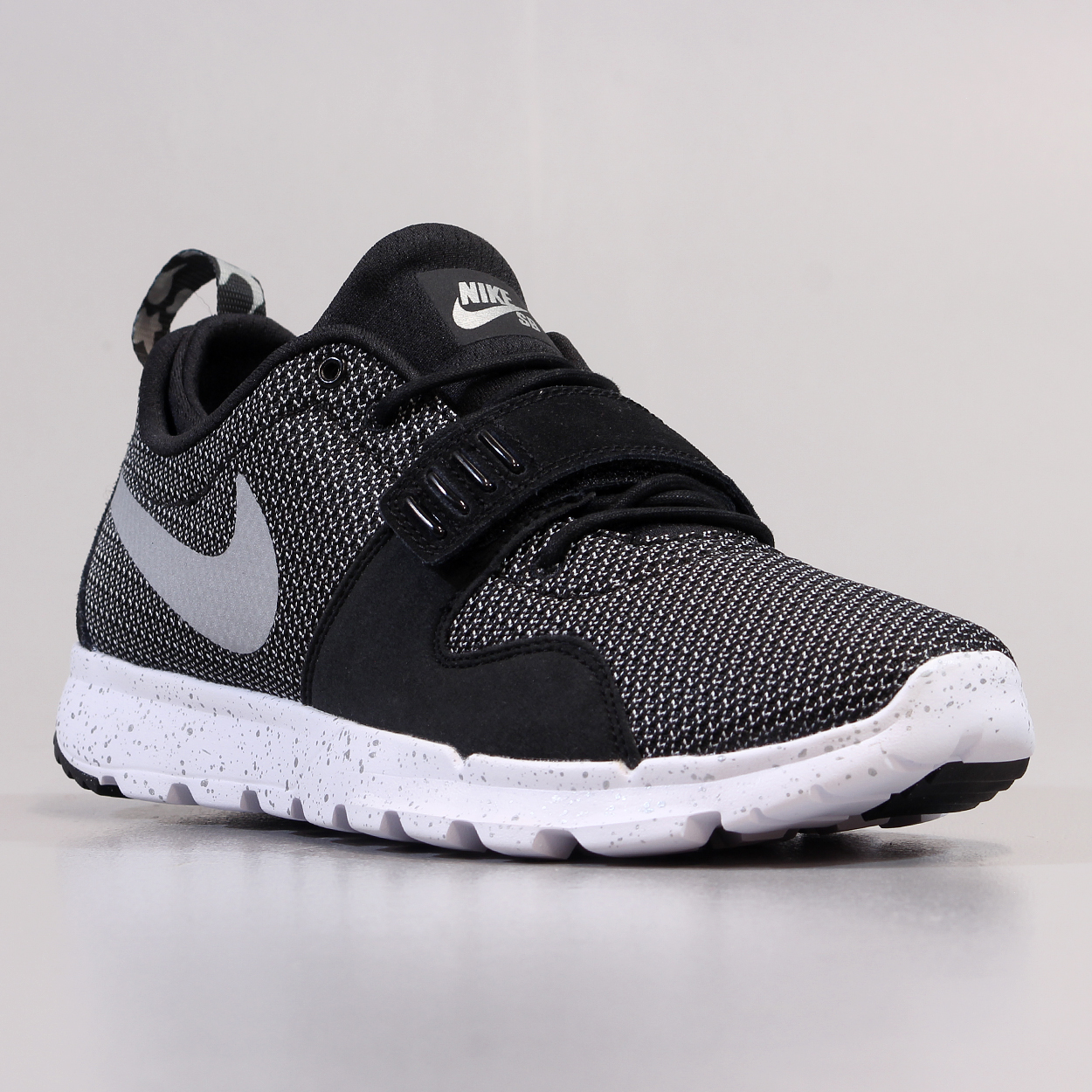 96320f30f3d75 The running influenced Trainerendor Shoes from Nike SB with a 3M reflective  swoosh and mesh uppers