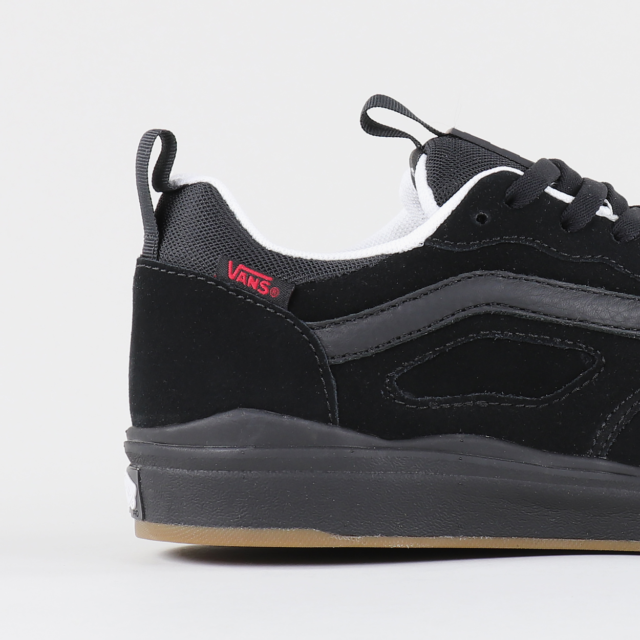 13a8ca73c750e3 Two legendary skate institutions clash to bring you a fresh take on Vans   sporty UltraRange Pro shoe with an Ultracush Lite insole