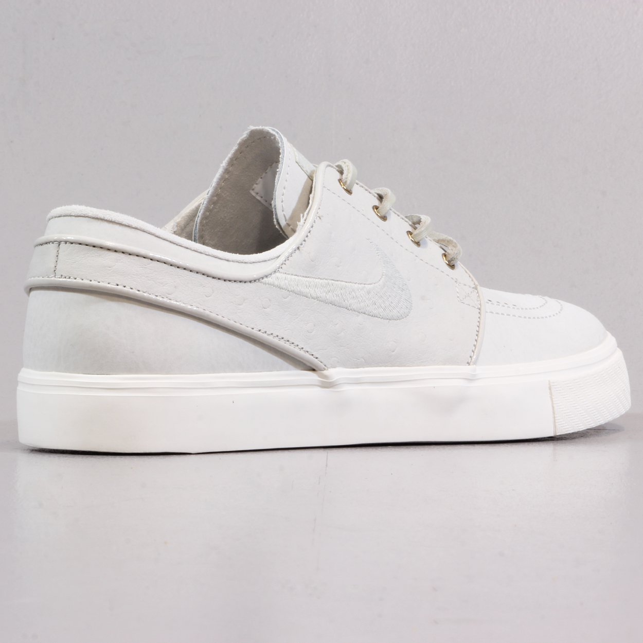 promo code f2450 7b266 Light bone, grey colourway adds a smart look to this classic Stefan Janoski  Premium shoe! Nike SB